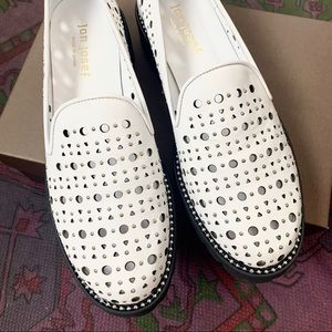 Brogue white studded loafers 🌟